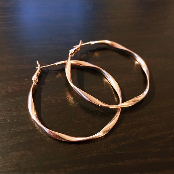 Wavy Hoop earrings in gold
